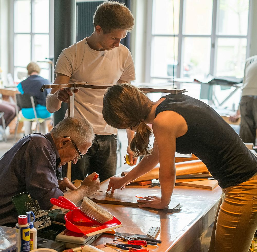 Repair-Cafe-Generationen-reparieren-gemeinsam